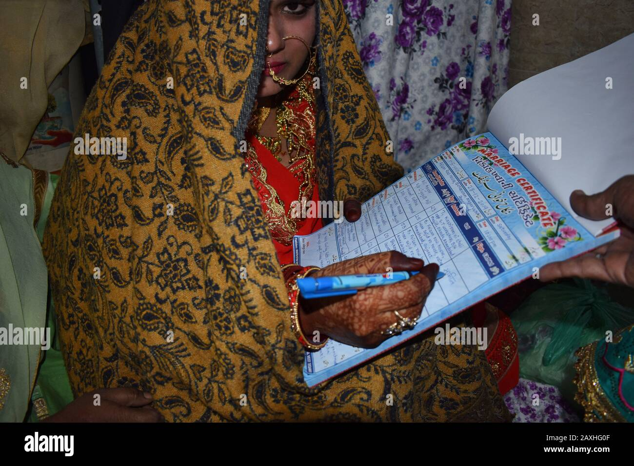 Indian Muslim bride signing the nikah nama or marriage contract an Islamic prenuptial agreement at Ahmedabad in Gujarat, India Stock Photo