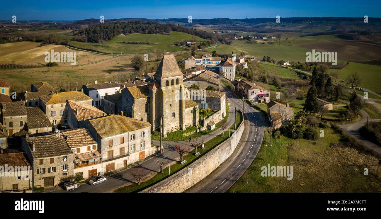 LOT-ET-GARONNE, SAINT PASTOUR, AERIAL VIEW OF THE CHURCH AND THE VILLAGE Stock Photo