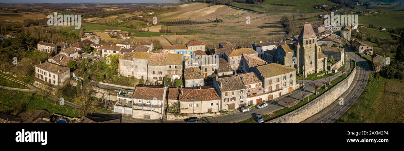 LOT-ET-GARONNE, SAINT PASTOUR, AERIAL VIEW OF THE CHURCH AND THE VILLAGE Stock Photo
