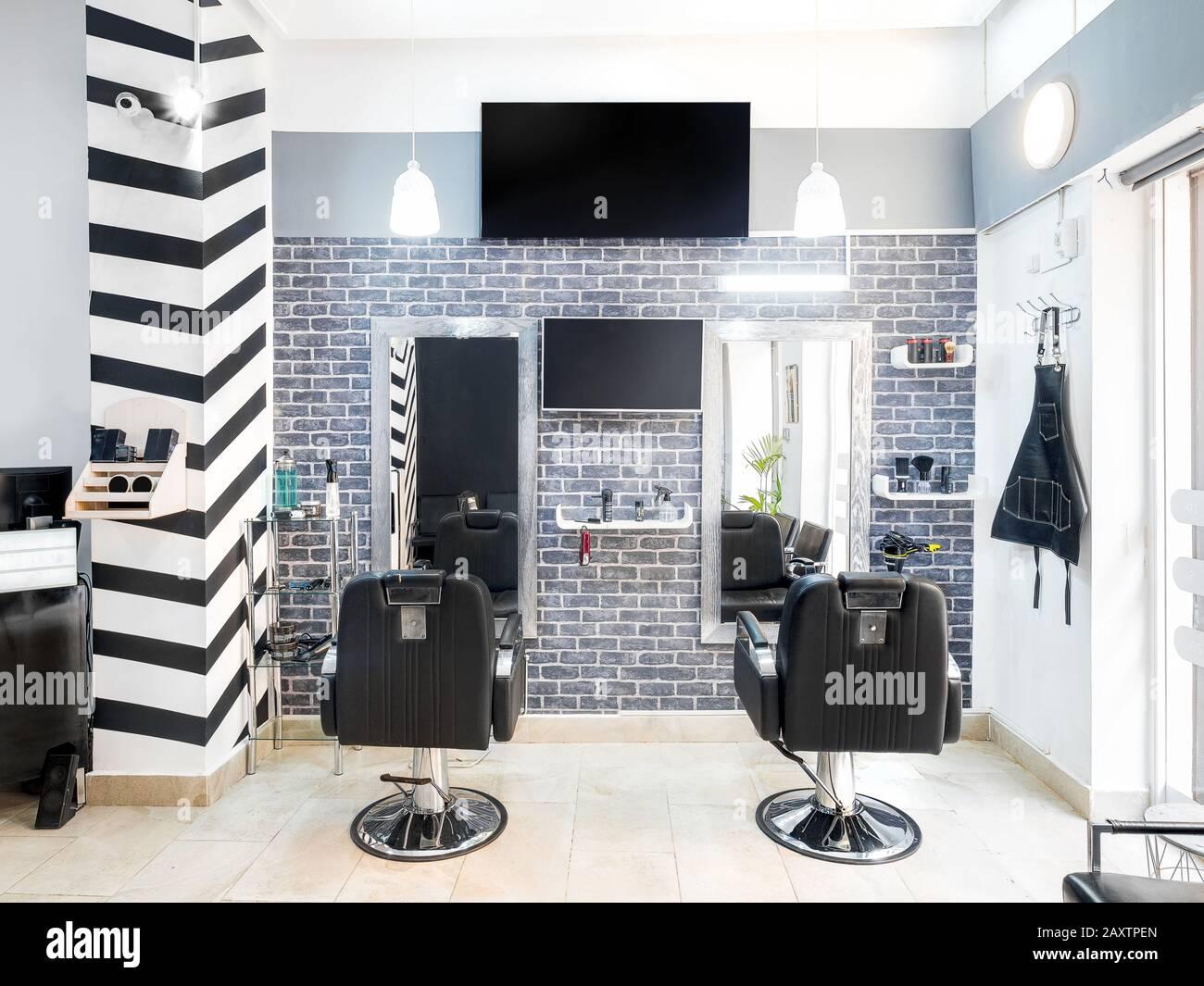 La Décoration De Salon modern bright beauty salon. hair salon interior business