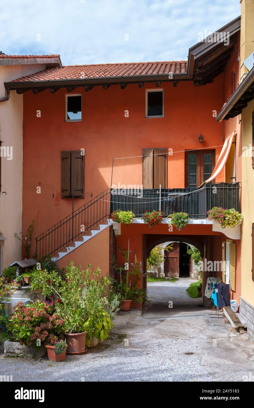 Brightly colour-washed houses and a pretty courtyard, Duino, Province of Trieste, Friuli-Venezia-Giulia, Italy Stock Photo