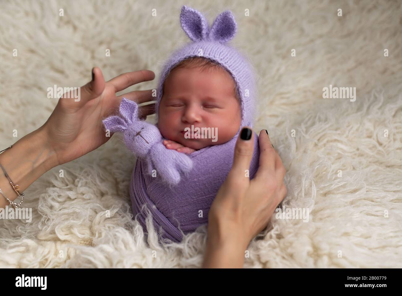 3 Easy Newborn Photography Poses To Try On Your Next Session   956x1300