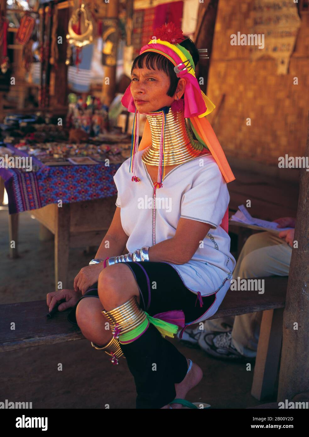 Thailand: Padaung (Long Neck Karen) woman, village near Mae Hong Son.  The Padaung or Kayan Lahwi or Long Necked Karen are a subgroup of the Kayan, a mix of Lawi tribe , Kayan tribe and several other tribes. Kayan are a subgroup Red Karen (Karenni) people, a Tibeto-Burman ethnic minority of Burma (Myanmar). Stock Photo