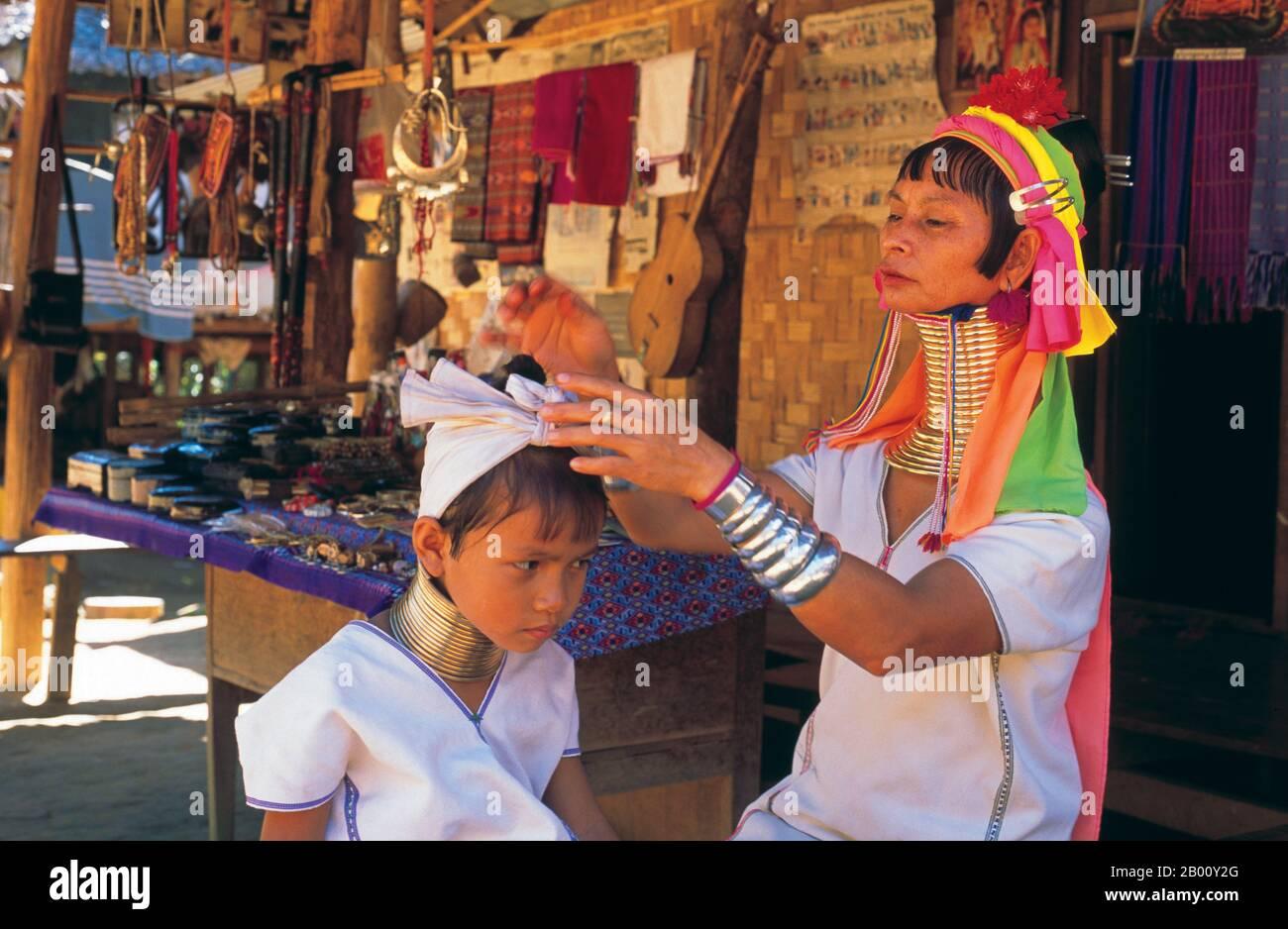 Thailand: Padaung (Long Neck Karen) woman and child, village near Mae Hong Son.  The Padaung or Kayan Lahwi or Long Necked Karen are a subgroup of the Kayan, a mix of Lawi tribe , Kayan tribe and several other tribes. Kayan are a subgroup Red Karen (Karenni) people, a Tibeto-Burman ethnic minority of Burma (Myanmar). Stock Photo