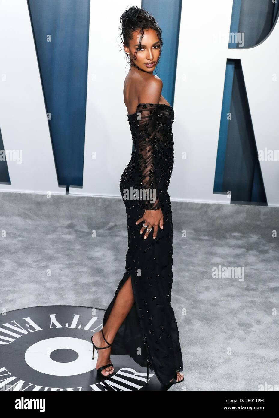 Beverly Hills Los Angeles California Usa February 09 Model Jasmine Tookes Arrives At The 2020 Vanity Fair Oscar Party Held At The Wallis Annenberg Center For The Performing Arts On February