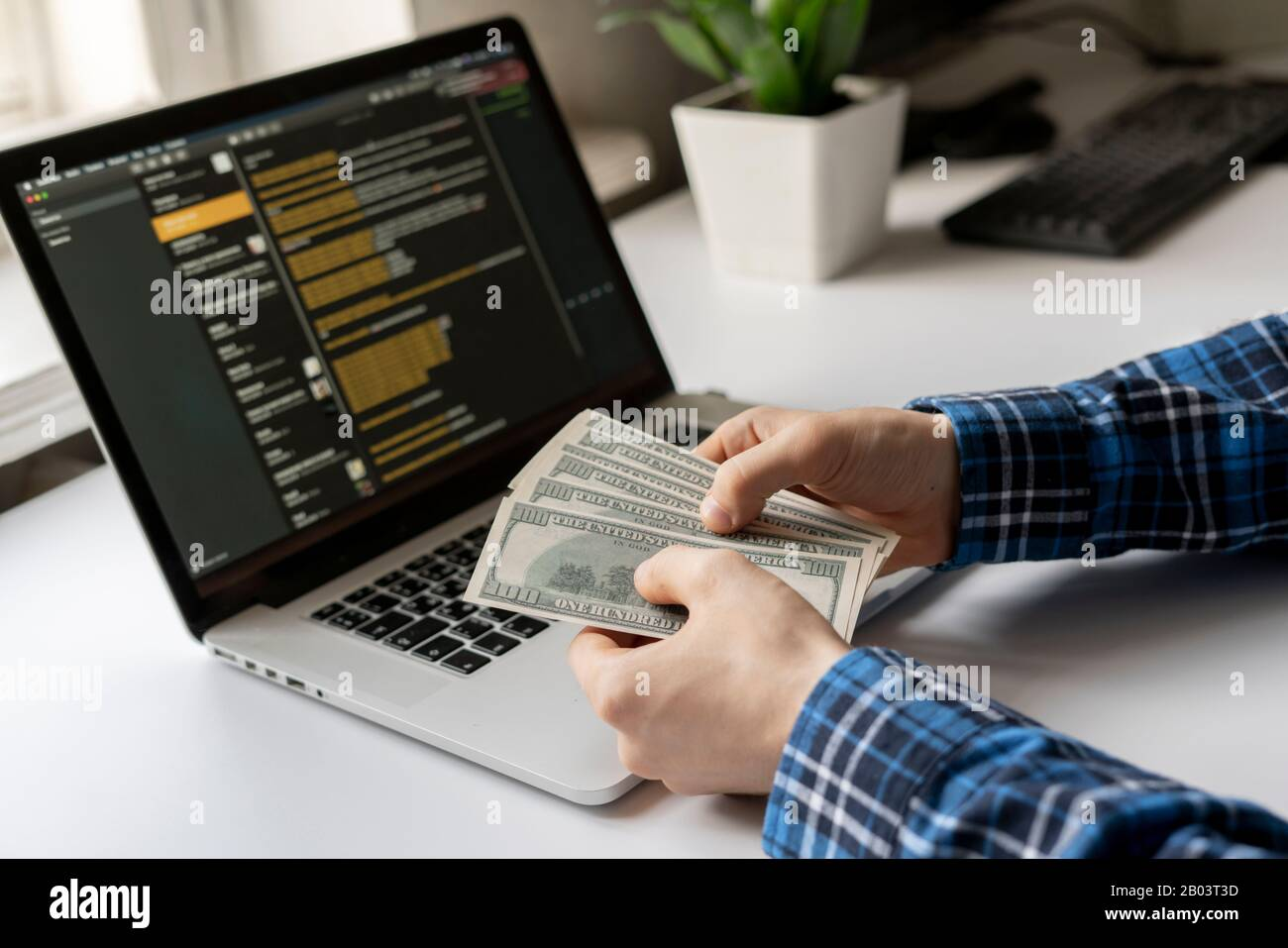 Earn Money Using Computer High Resolution Stock Photography And Images Alamy