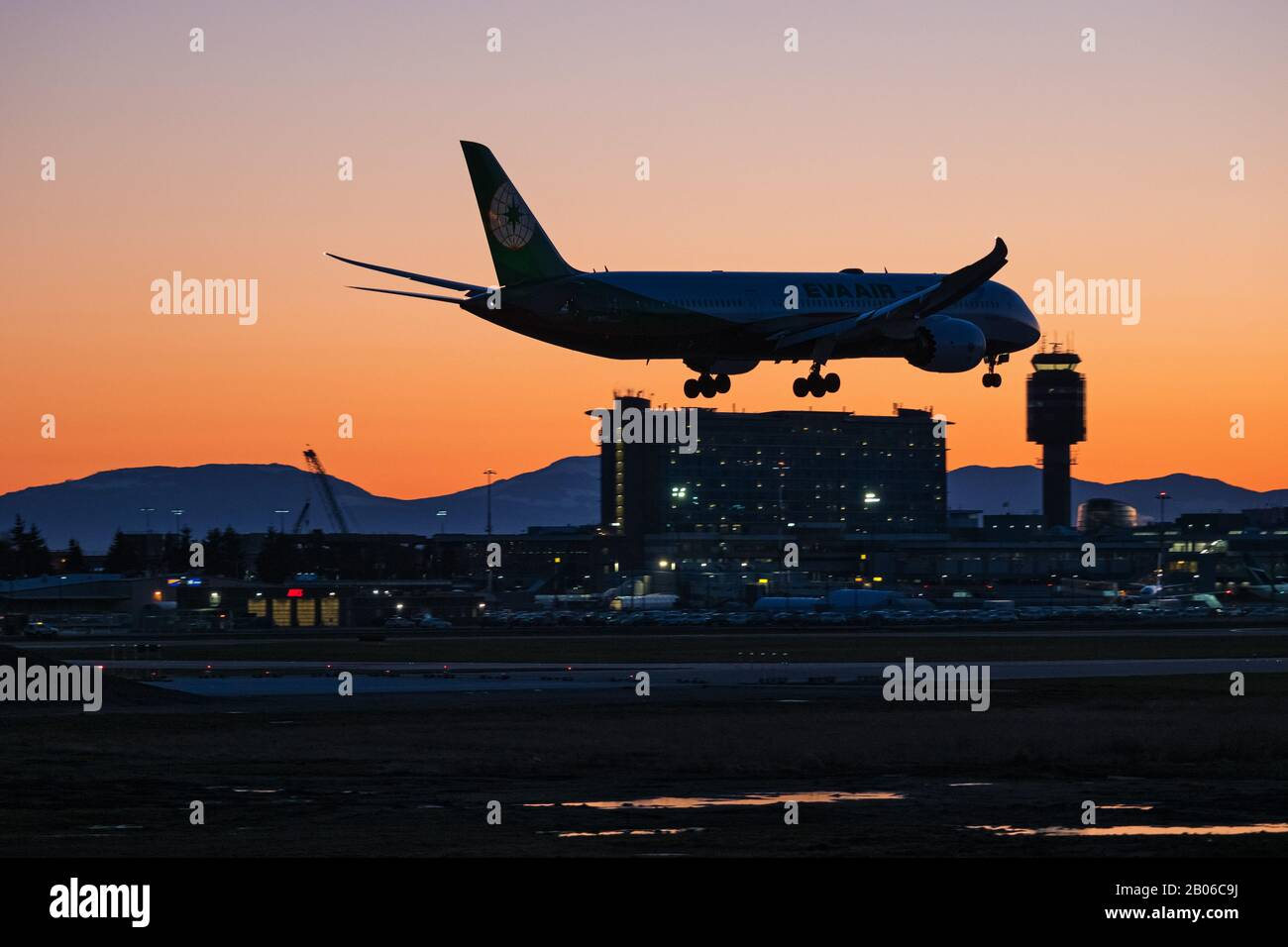 Richmond, British Columbia, Canada. 18th Feb, 2020. An EVA Air Boeing 787-9 Dreamliner (B-17883) wide-body jet lands at sunset, Vancouver International Airport. Credit: Bayne Stanley/ZUMA Wire/Alamy Live News Stock Photo