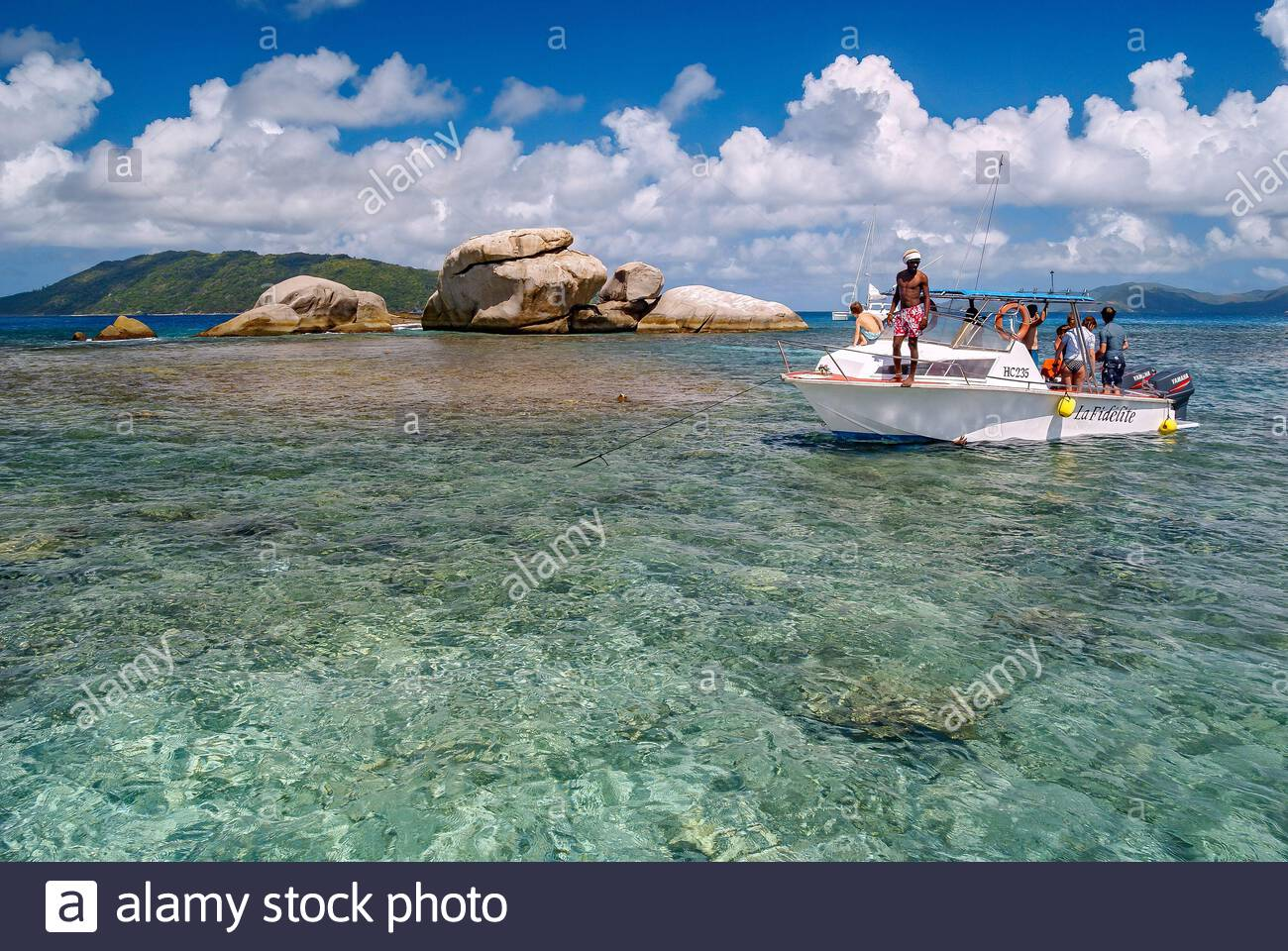 Seychelles : clear waters surrounding Cocos island near La Digue Stock Photo