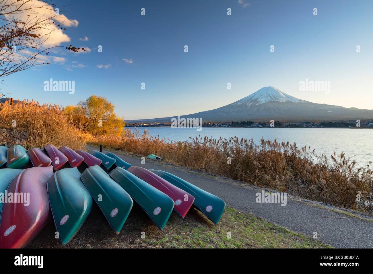 Mount Fuji and Lake Kawaguchi, Yamanashi Prefecture, Japan Stock Photo