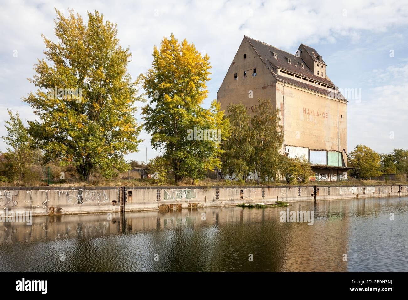 06.10.2018, Leipzig, Saxony, Germany - Ruins of the grain silo of Hafen-Lagerhaus-Gesellschaft HA-LA-GE at Lindenauer Hafen in Leipzig-Lindenau. 00P18 Stock Photo