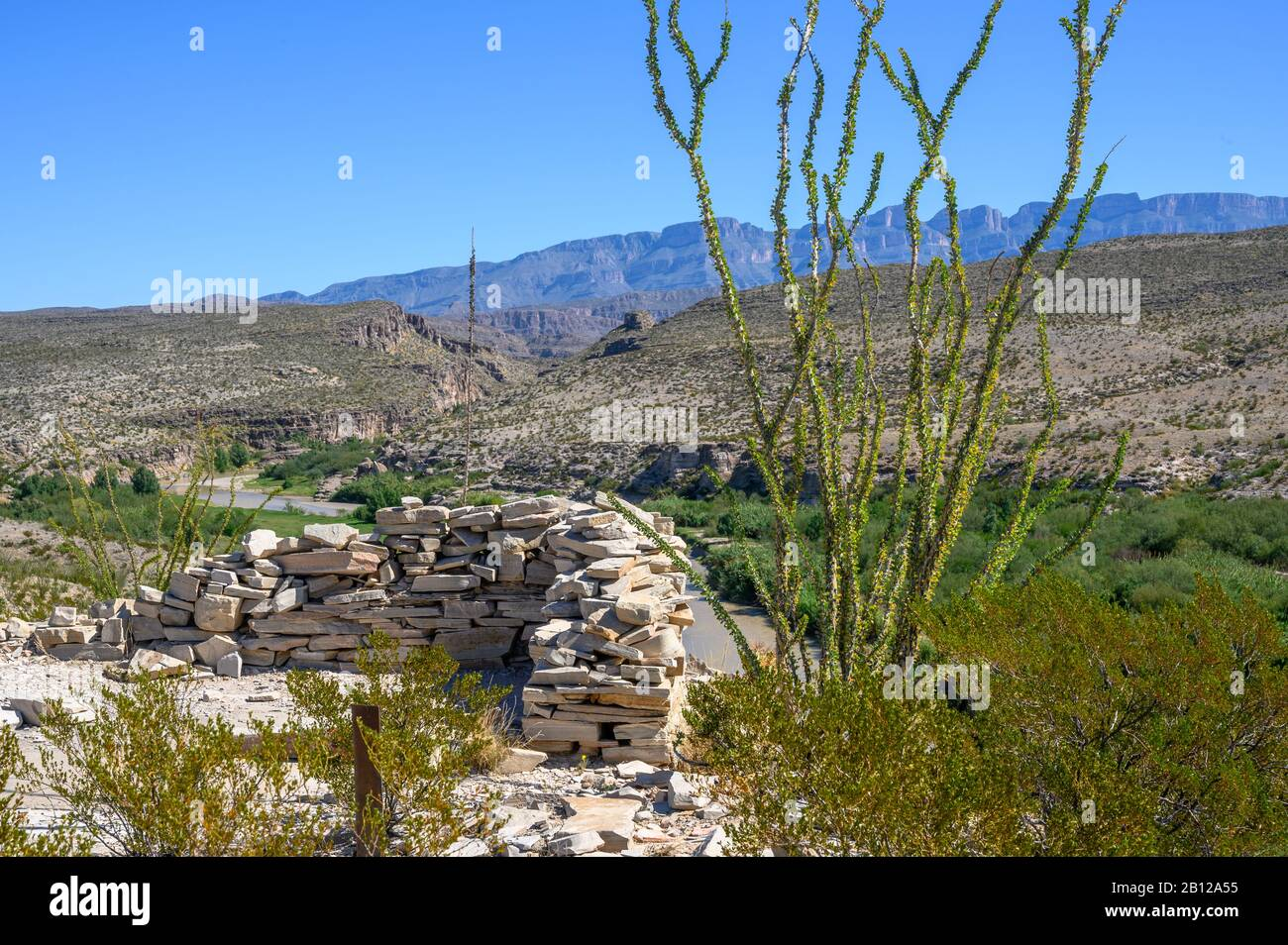 Overlooking the Rio Grande from the trail to Hot Springs Historic District in Big Bend National Park, Texas Stock Photo