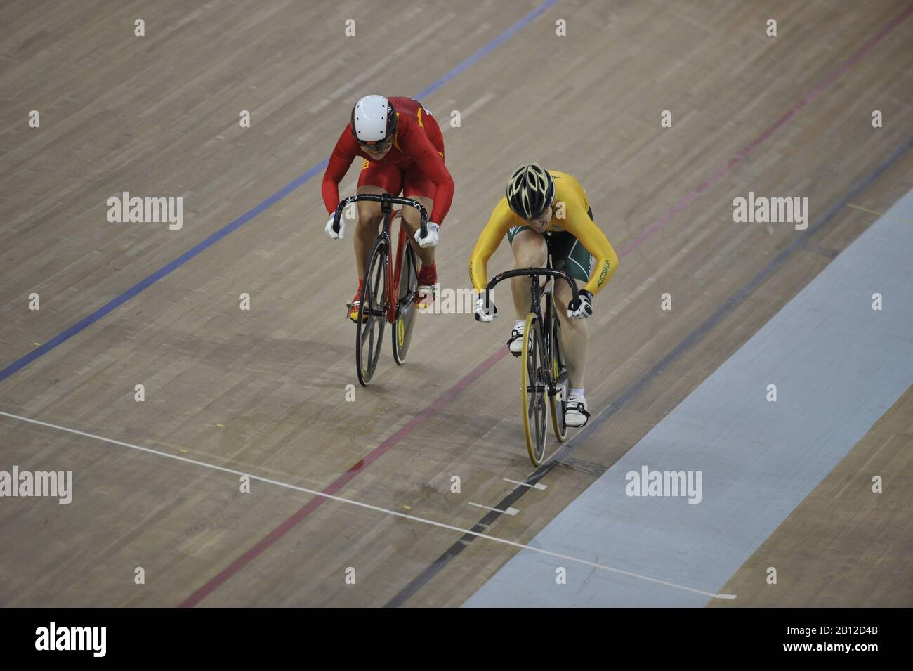 Beijing, CHINA.   Cycling,  [L] CHN, Shuang GUO and [R] AUS Anna MEARES,  Laosham Velodrome, Tuesday - 19/08/2008, [Mandatory Credit: Peter SPURRIER, Intersport Images] Stock Photo