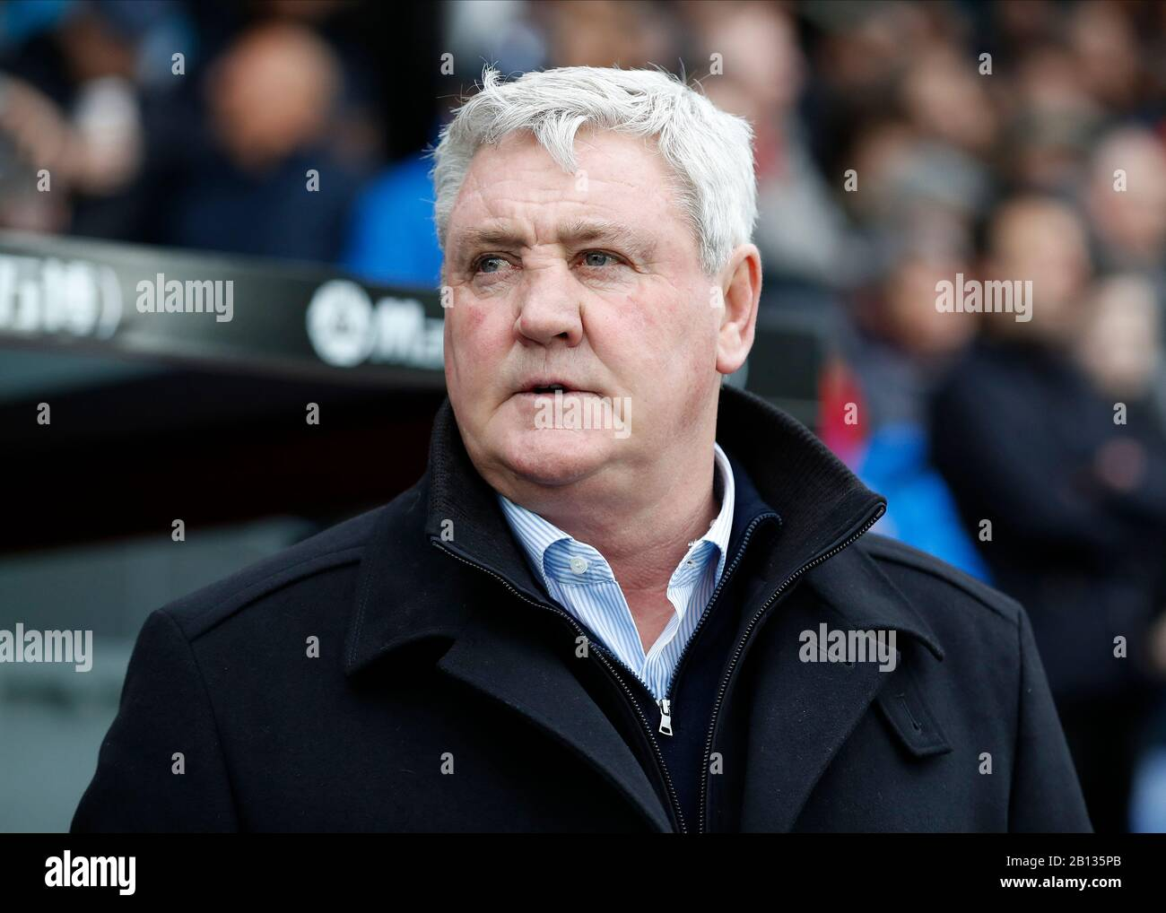 Selhurst Park, London, UK. 22nd Feb, 2020. English Premier League Football, Crystal Palace versus Newcastle United; Newcastle United Manager Steve Bruce looks on from the dugout kick off - Strictly Editorial Use Only. No use with unauthorized audio, video, data, fixture lists, club/league logos or 'live' services. Online in-match use limited to 120 images, no video emulation. No use in betting, games or single club/league/player publications Credit: Action Plus Sports/Alamy Live News Stock Photo