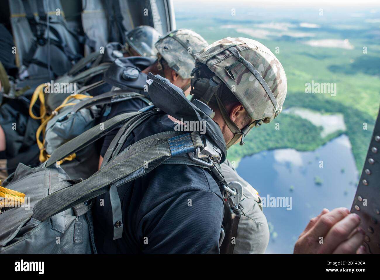 U.S. Soldiers assigned to the 6th Ranger Training Battalion, at Camp Rudder, Florida, conduct airborne water operations May 31, 2018 at Lake Jackson in Florala, Alabama. This training is a part of combat sustainment operations conducted to ensure Soldier readiness. (U.S. Army photo by Patrick A. Albright) Stock Photo