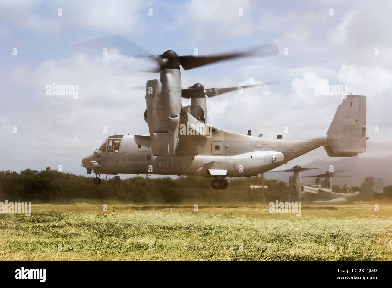 A U.S. Marine Corps MV-22 Osprey aircraft with Marine Medium Tiltrotor Squadron (VMM) 268 departs the Boondocker Training Area aboard Marine Corps Base Hawaii on May 31, 2017. The training exercise involved transporting an Internal Transport Vehicle and a 120 mm mortar system to aid in direct support of infantry units. (U.S. Marine Corps photo by Lance Cpl. Matthew Kirk) Stock Photo