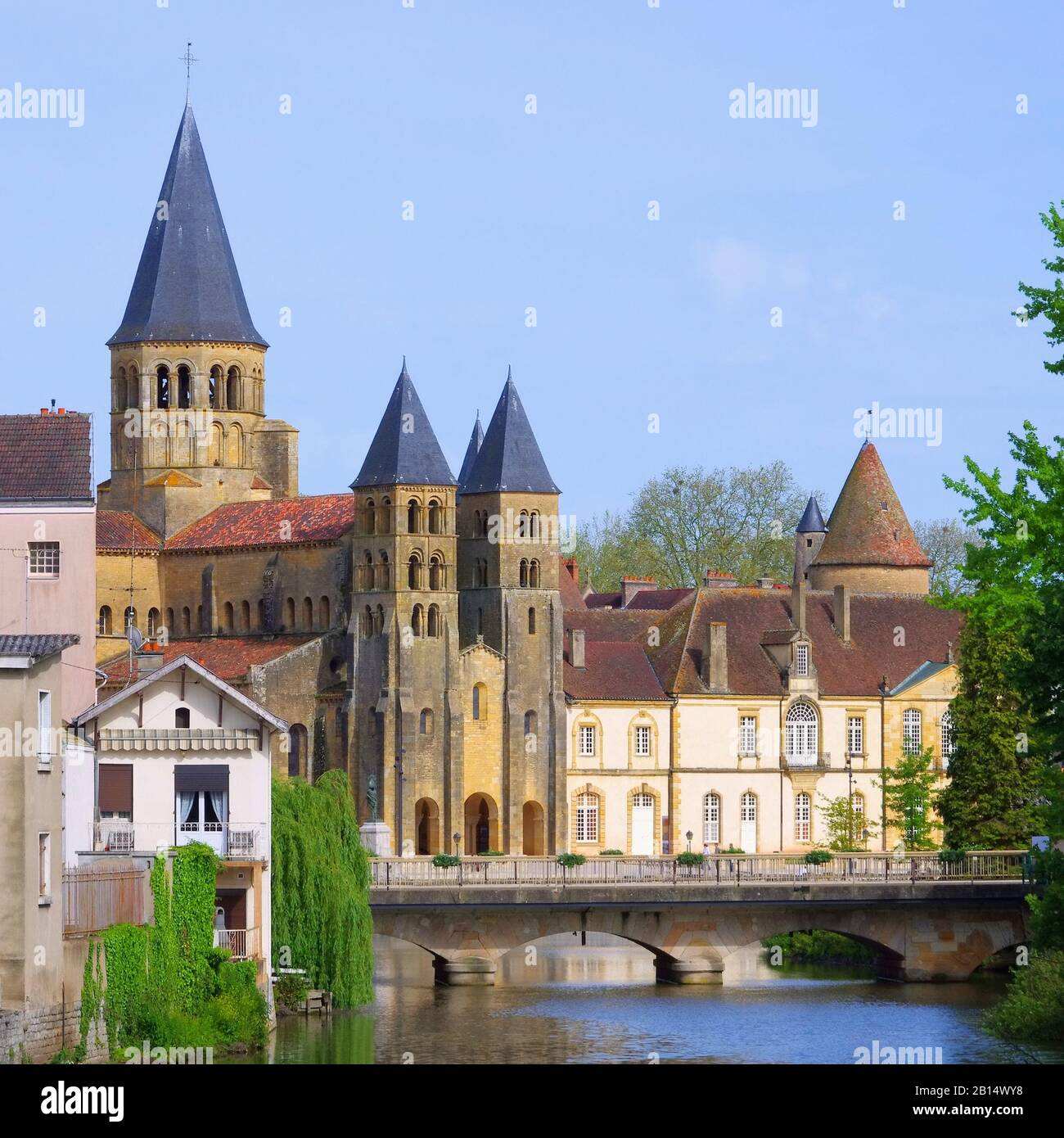 Architecte Paray Le Monial paray-le-monial sacre-coeur 07 stock photo: 344930188 - alamy