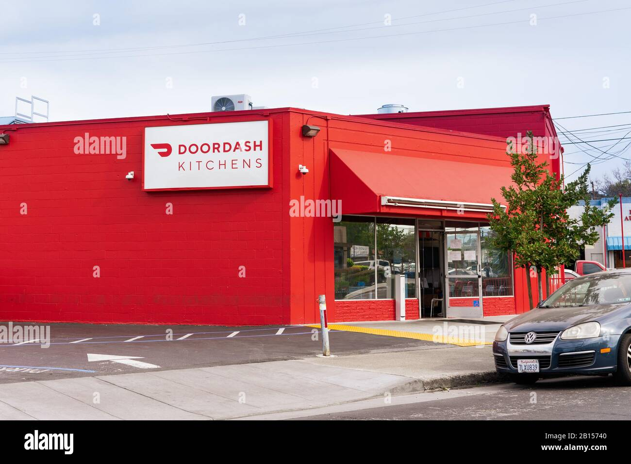 Feb 21, 2020 Redwood City / CA / USA - DoorDash Kitchens location; DoorDash Kitchens follows the ghost-kitchen model by providing shared space to rest Stock Photo