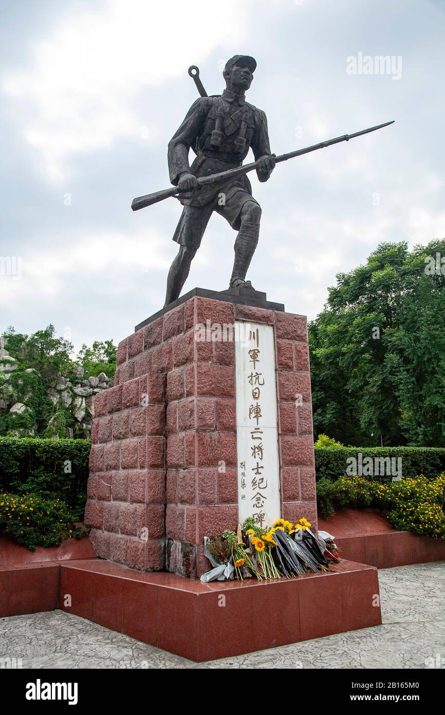 Chinese war memorial sculpture in Chengdu People's Park China - Monument to the Sichuan Army Martyrs of the War of Resistance Against Japan Stock Photo