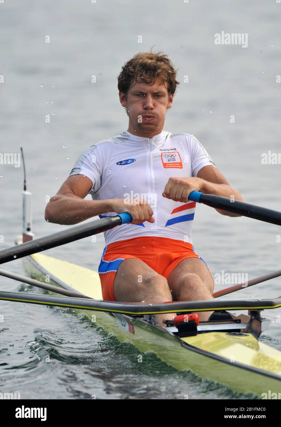 Shunyi, CHINA. NED M1X, Sjoerd HAMBURGER, moves away from the start in his heat of the men's single sculls at the 2008 Olympic Regatta,  Saturday, 09.08.2008  [Mandatory Credit: Peter SPURRIER, Intersport Images] Stock Photo