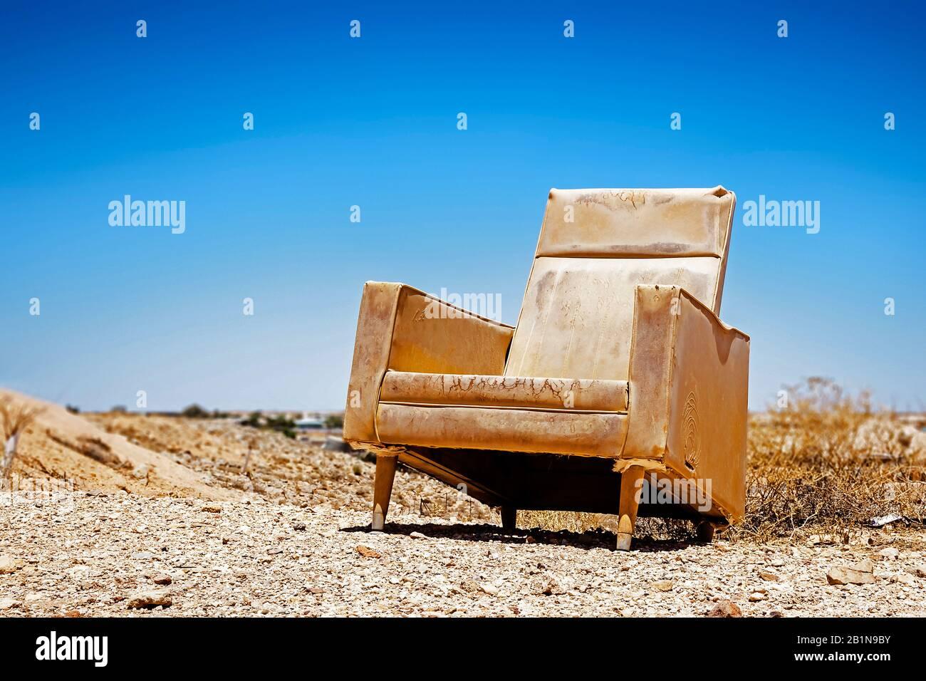 old armchair in desert australia 2B1N9BY