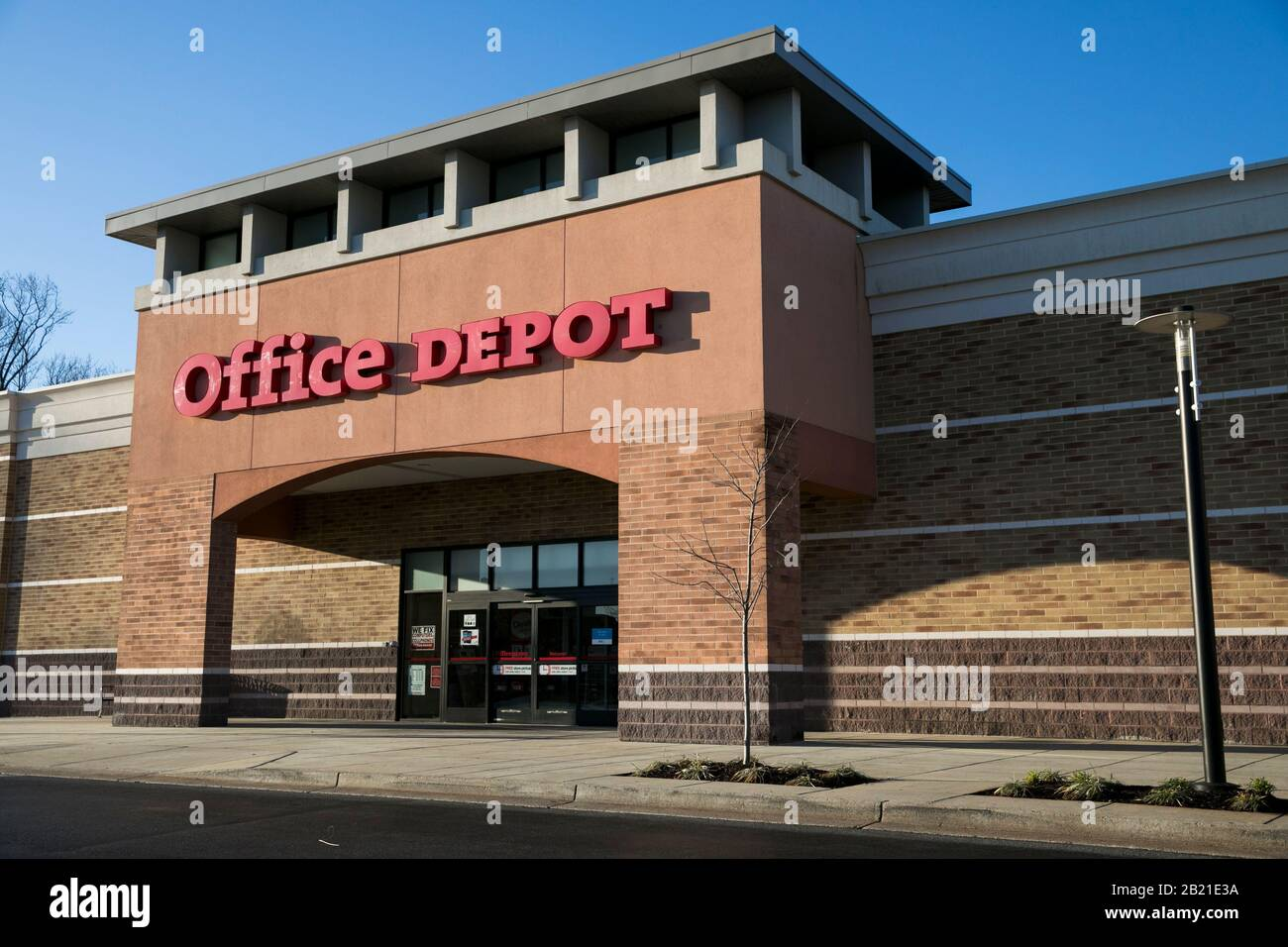 Office Depot Shopping High Resolution Stock Photography And Images Alamy