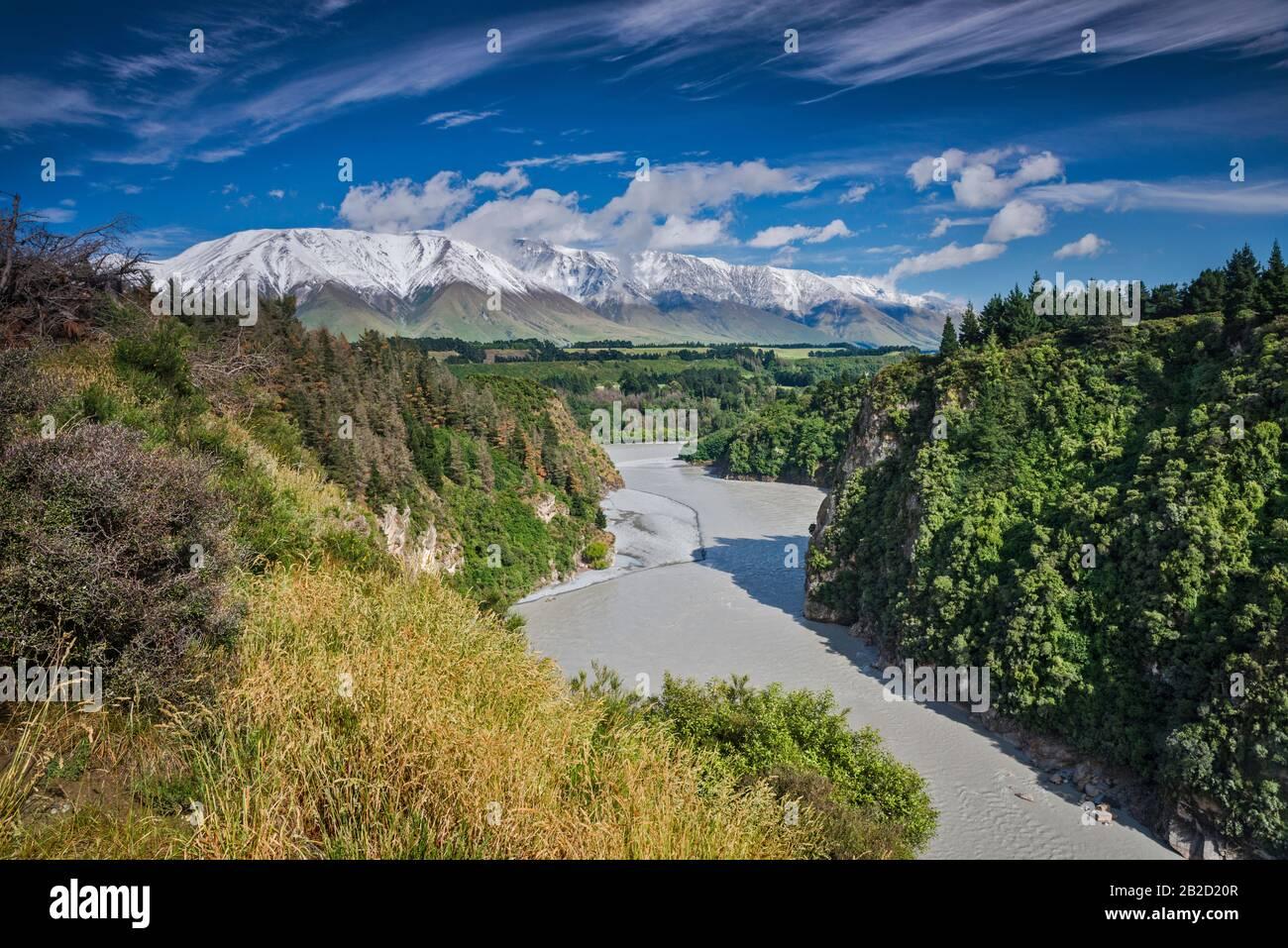Rakaia River in Rakaia Gorge, Mt Hutt range, Southern Alps, from Arundel Rakaia Gorge Road, near Methven, Canterbury Region, South Island, New Zealand Stock Photo