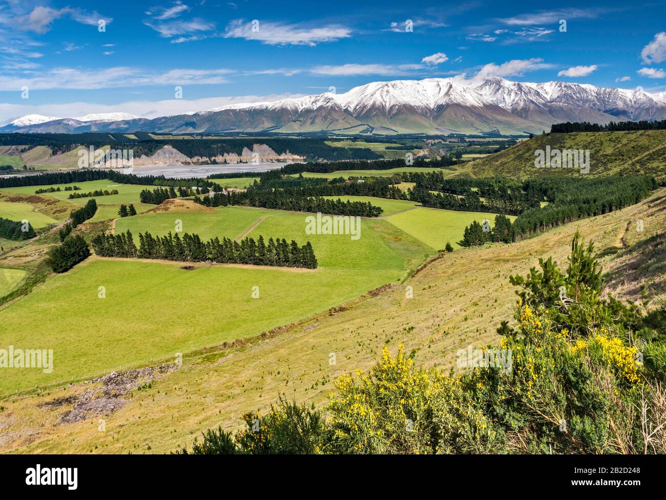 Rakaia River valley, Mount Hutt range, Southern Alps, from Rakaia Gorge Road (SH 77), near Methven, Canterbury Region, South Island, New Zealand Stock Photo