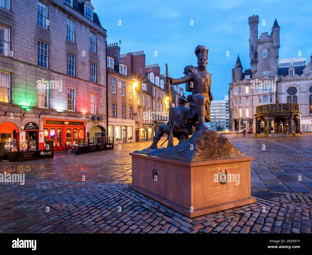 The Gordon Highlanders Statue by sculptor Mark Richards on Castle Street with the Mercat Cross behind in Aberdeen Scotland Stock Photo