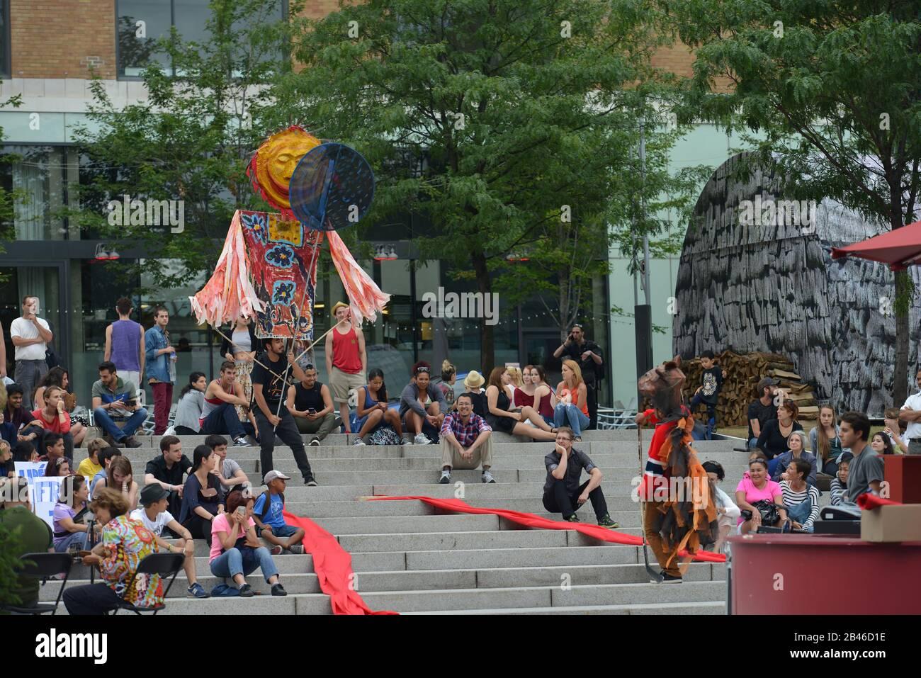 Strassenkunst, Place des Arts, Montreal, Quebec, Kanada Stock Photo