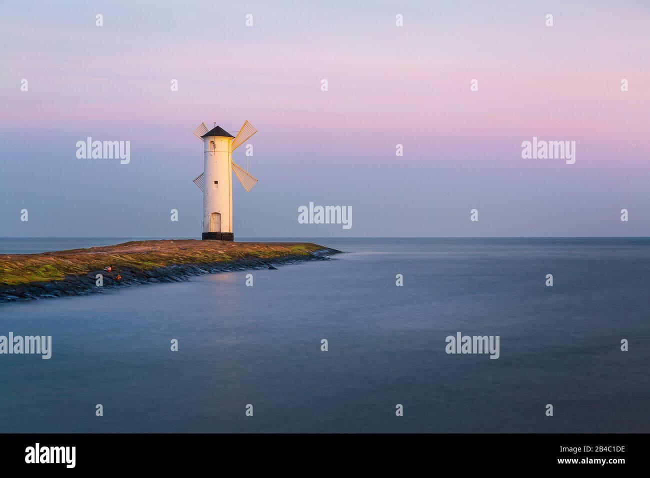 The lighthouse Stawa MÅ'yny at ÅšwinoujÅ›cie (Swinemünde) at the harbor entry. Stock Photo
