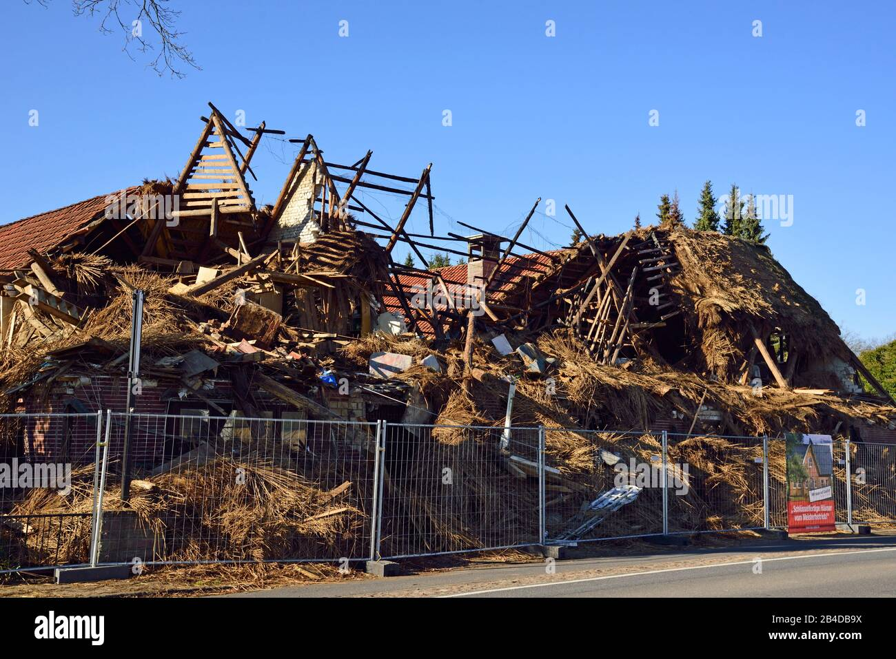 Thatched Roof Fire High Resolution Stock Photography And Images Alamy