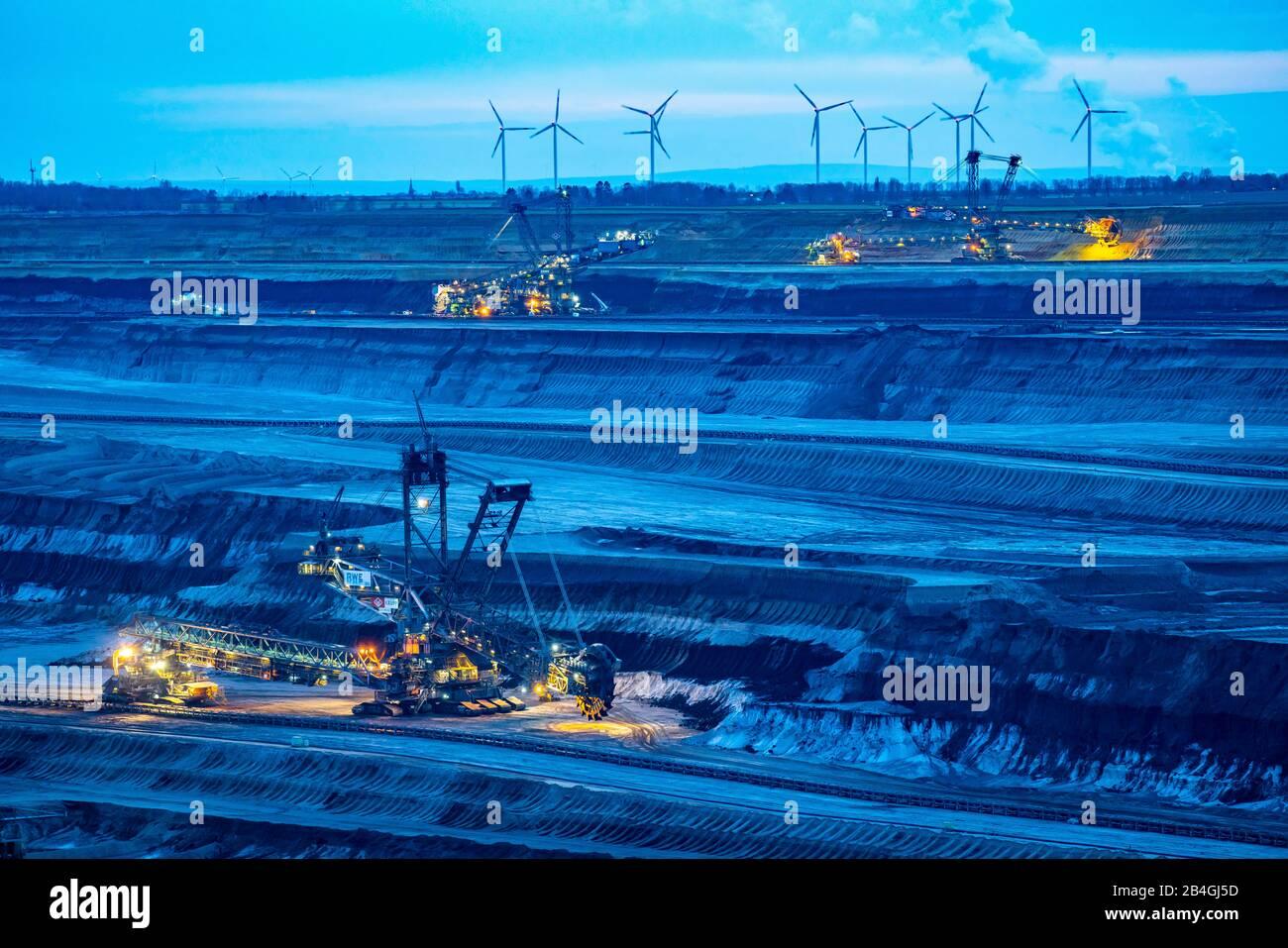 Lignite opencast mine Garzweiler II, bucket wheel excavator excavating lignite, front, Germany, Stock Photo