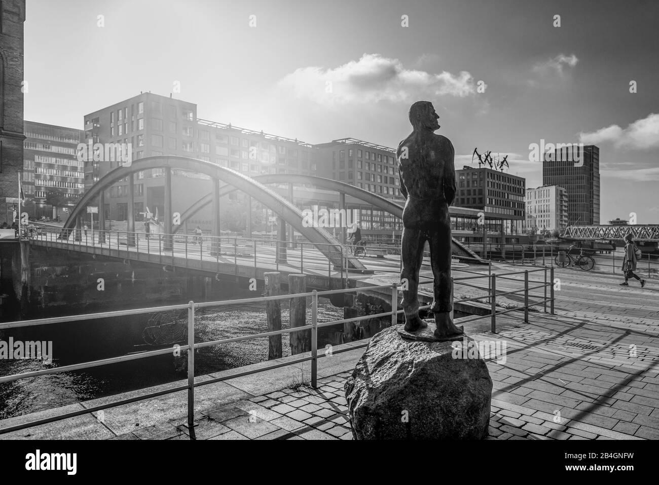 Deutschland, Hamburg, Elbe, Hafen, Hafencity, Brücke, Busan-Brücke, Denkmal, Störtebeker Stock Photo