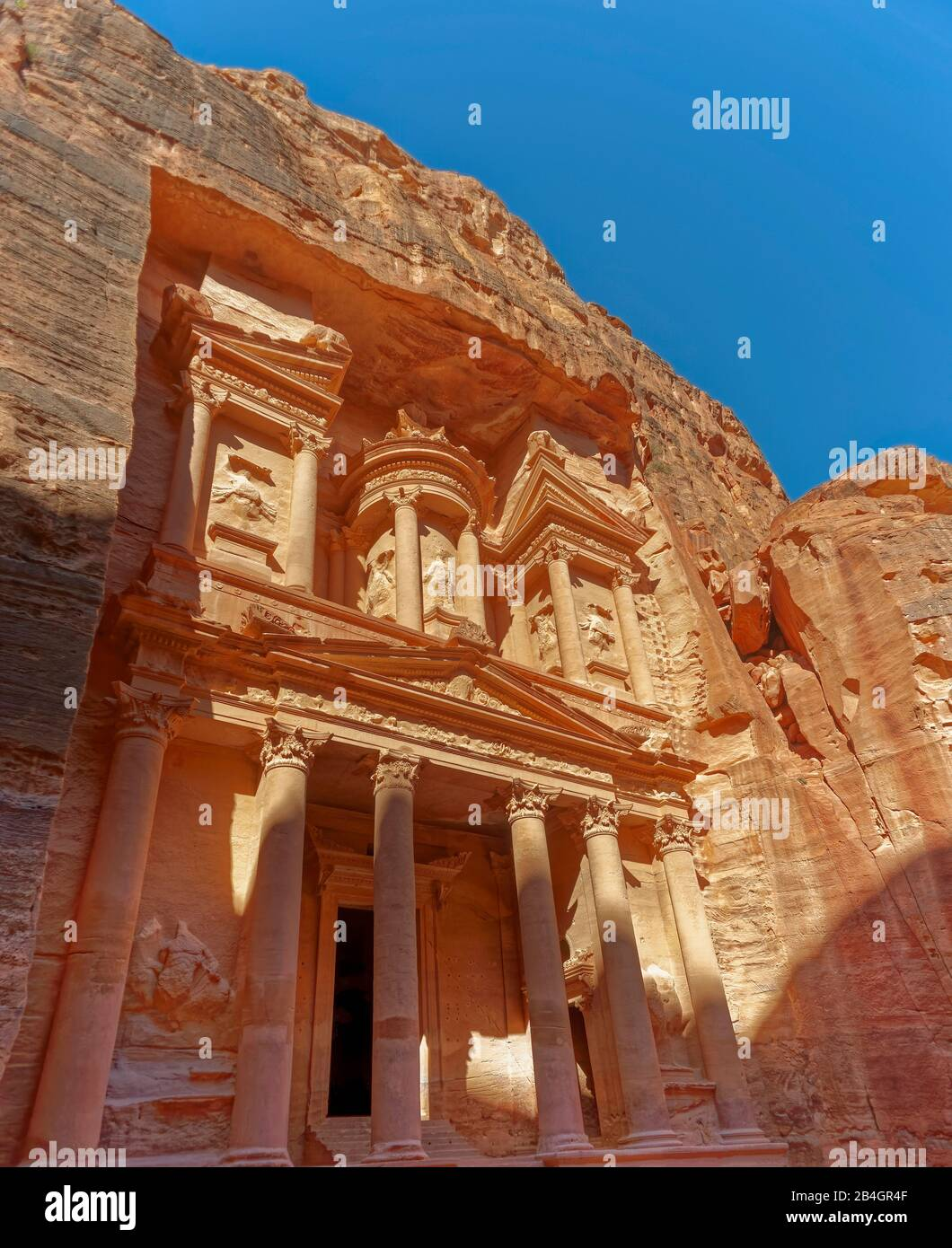 Jordan, Al-Khazneh, the treasure house in the rock city Petra Stock Photo