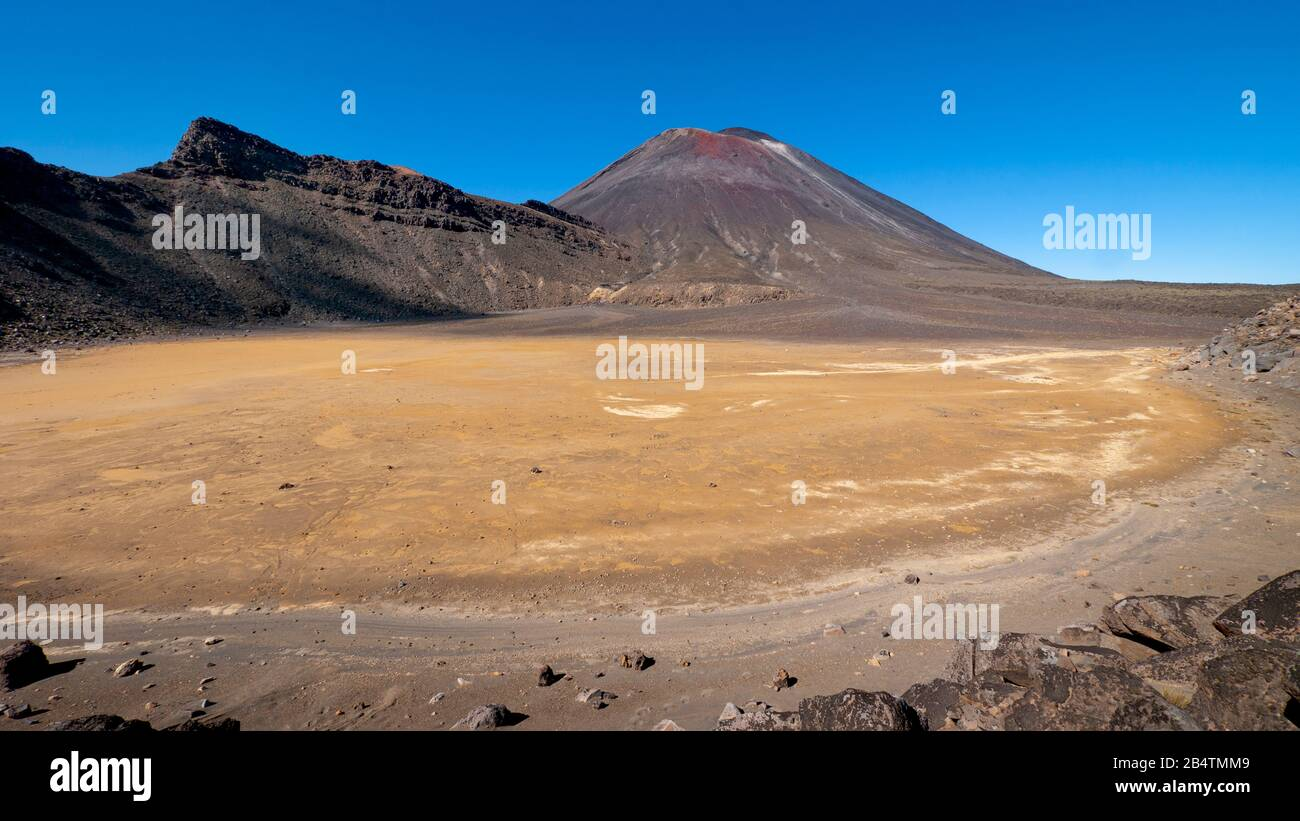 The South Crater and cone of Mount Ngauruhoe, Tongariro Alpine Crossing, New Zealand Stock Photo