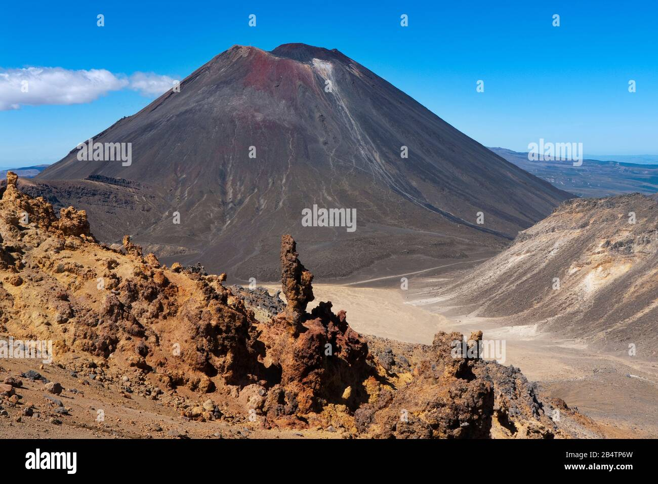 The cone of Mount Ngauruhoe, Tongariro Alpine Crossing, New Zealand Stock Photo