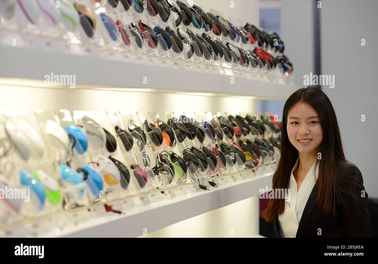 Shenzhen Wintop Electronics, Messestand, Cebit, Hannover, Niedersachsen, Deutschland Stock Photo