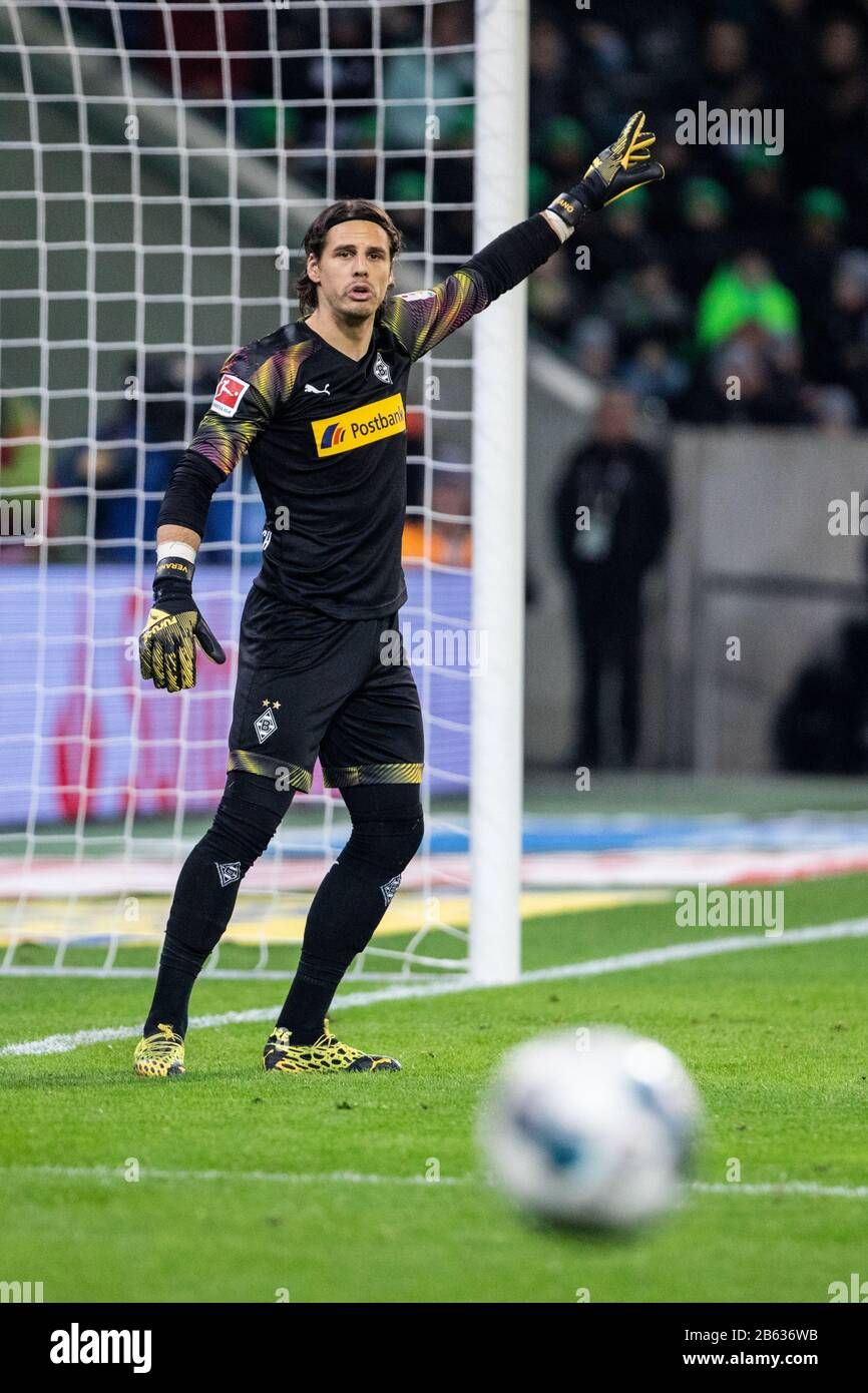 Borussia Monchengladbach Goalkeeper High Resolution Stock Photography And Images Alamy