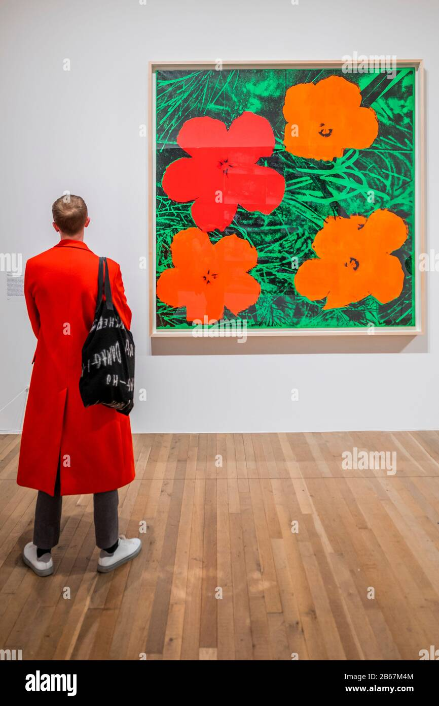 Flowers Andy Warhol Exhibiton At The Tate Modern This New Exhibition The First At The Gallery For Almost 20 Years Offers A Rare Personal Insight Into How Warhol And