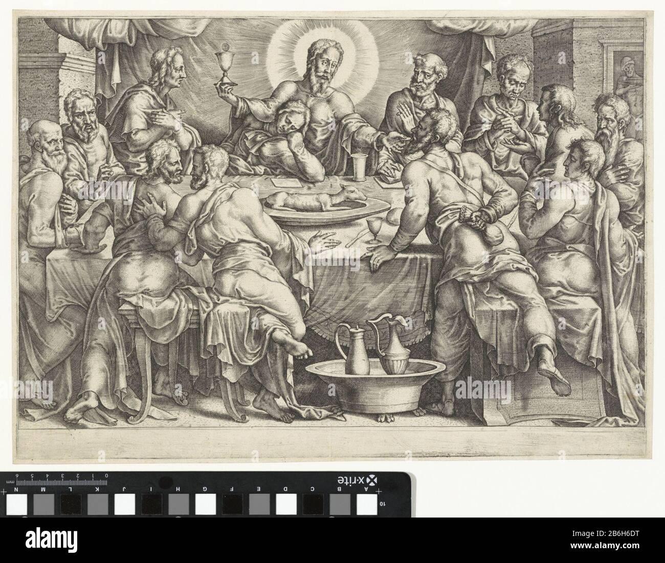 Communion of Judas Iscariot Christus zit samen met zijn apostelen aan het Laatste Avondmaal. In zijn rechterhand heeft hij een miskelk en met zijn linkerhand geeft hij Judas Iskariot een hostie ten teken van zijn op handen zijnde verraad. Manufacturer : prentmaker: anoniemnaar ontwerp van: Maarten van HeemskerckPlaats manufacture: Nederlanden Dating: 1540 - 1560 Physical kenmerken: gravure Material: papier Techniek: graveren (drukprocedé) Dimensions: plaatrand: h 292 mm × b 416 mm Subject: Judas Iscariot is revealed as Christ's betrayer (communion of Judas) Stock Photo