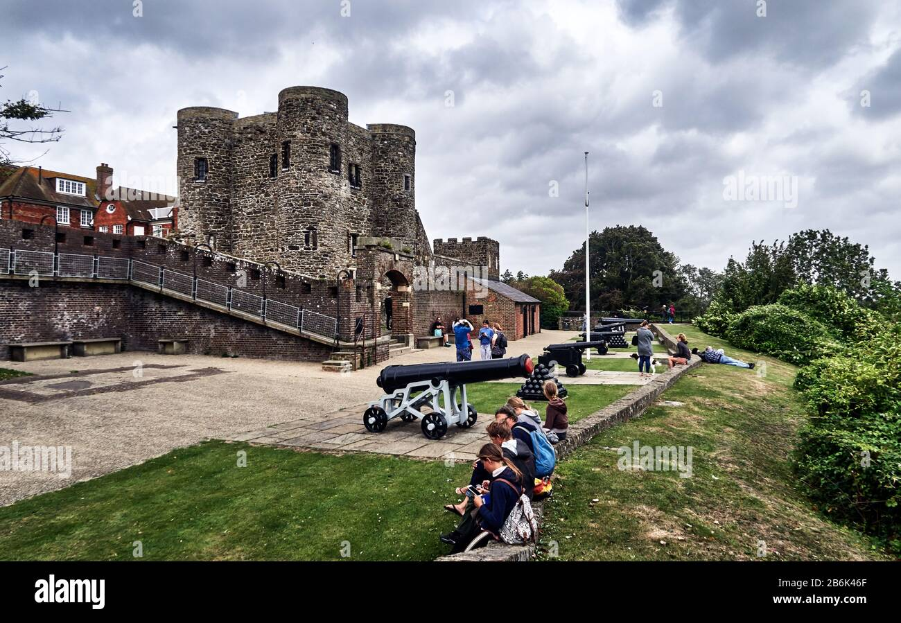 Rye is un old Norman town, UK, District Rother, county East Sussex, England, The Ypres Tower was built in 1249 to defend Rye against attacks from across the channel. It has served as a fort, private dwelling, prison, court hall and now finally as a museum Stock Photo