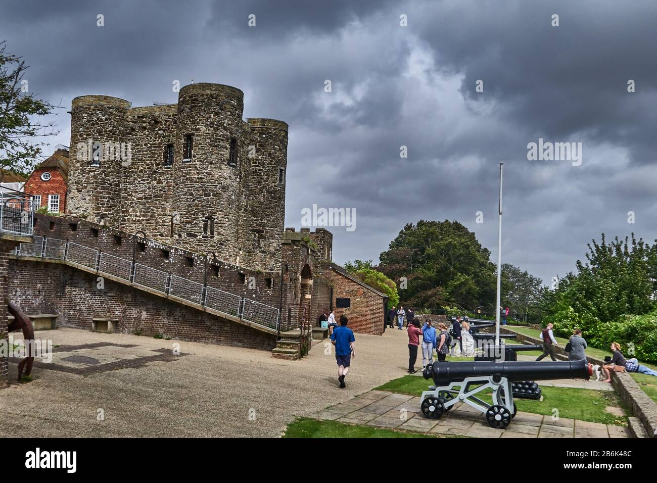 Rye is un old Norman town, UK, District Rother, county East Sussex, England  The Ypres Tower was built in 1249 to defend Rye against attacks from across the channel. It has served as a fort, private dwelling, prison, court hall and now finally as a museum Stock Photo
