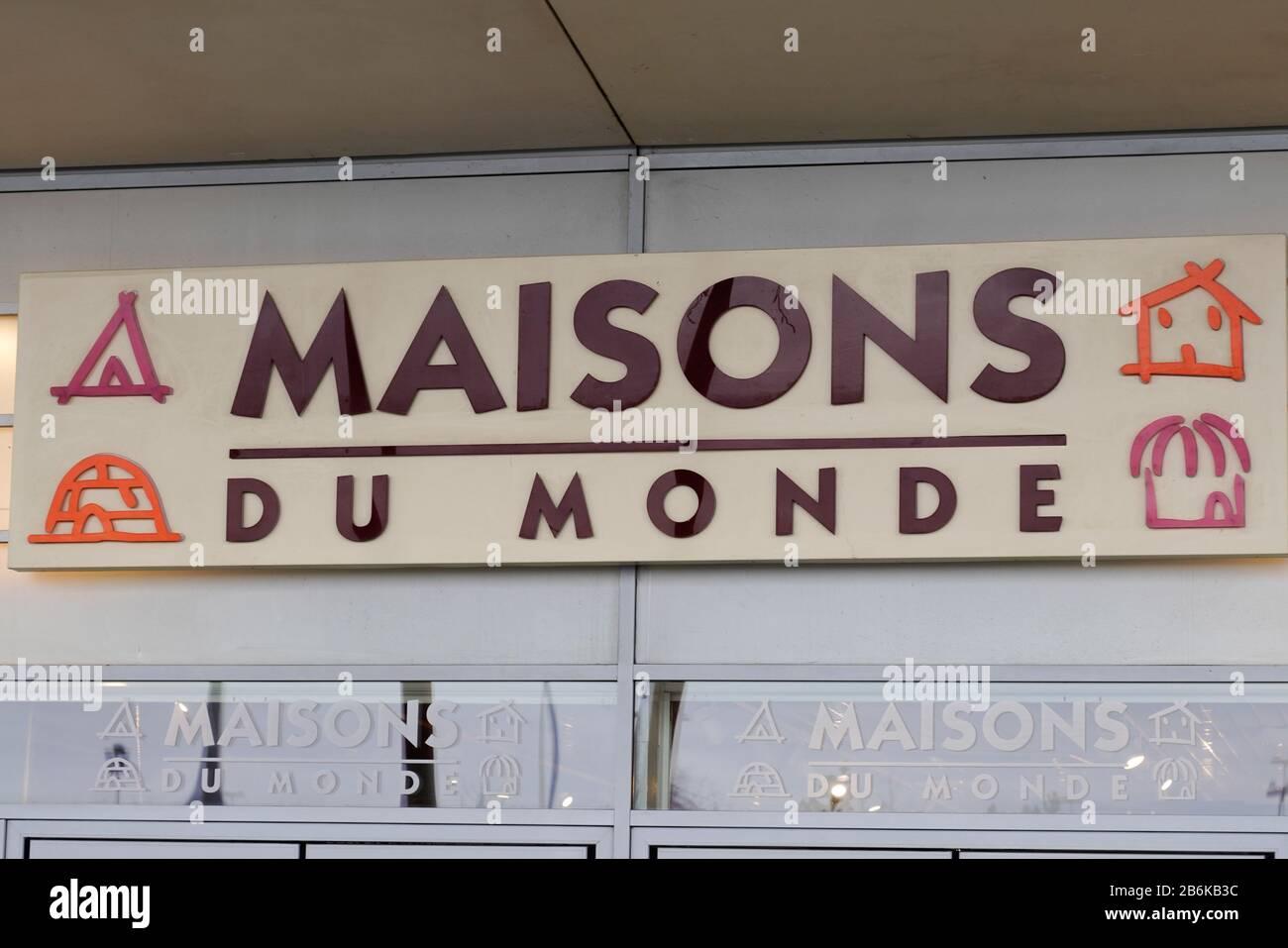 Bordeaux Aquitaine France 01 15 2020 Maisons Du Monde Logo Sign On Store Furniture Shop French Decoration Chain Stock Photo Alamy