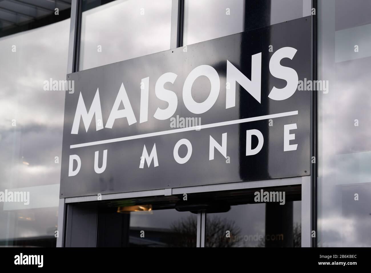 Bordeaux , Aquitaine / France - 10 10 2100 : maisons du monde logo