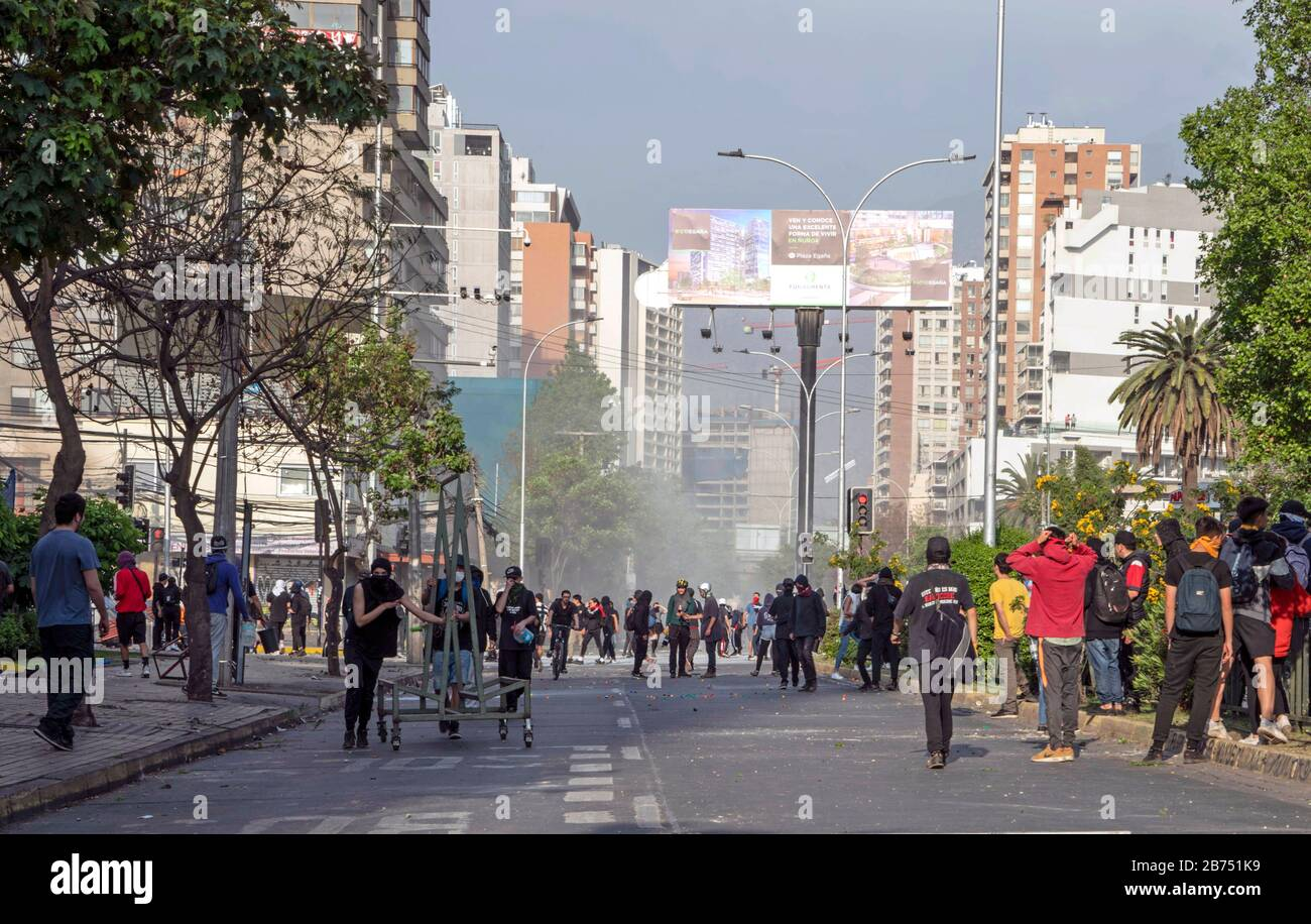 Chile, Santiago, 19.10.2019. Santiago in state of emergency on 19.10.2019. Demonstrators. The violent protests had started after a fare increase of the subway in Santiago. Chile's president Sebastian Piñera then declared a state of emergency on Friday evening. After renewed arson attacks on subway stations, a curfew was imposed in the Chilean capital on Saturday. [automated translation] Stock Photo