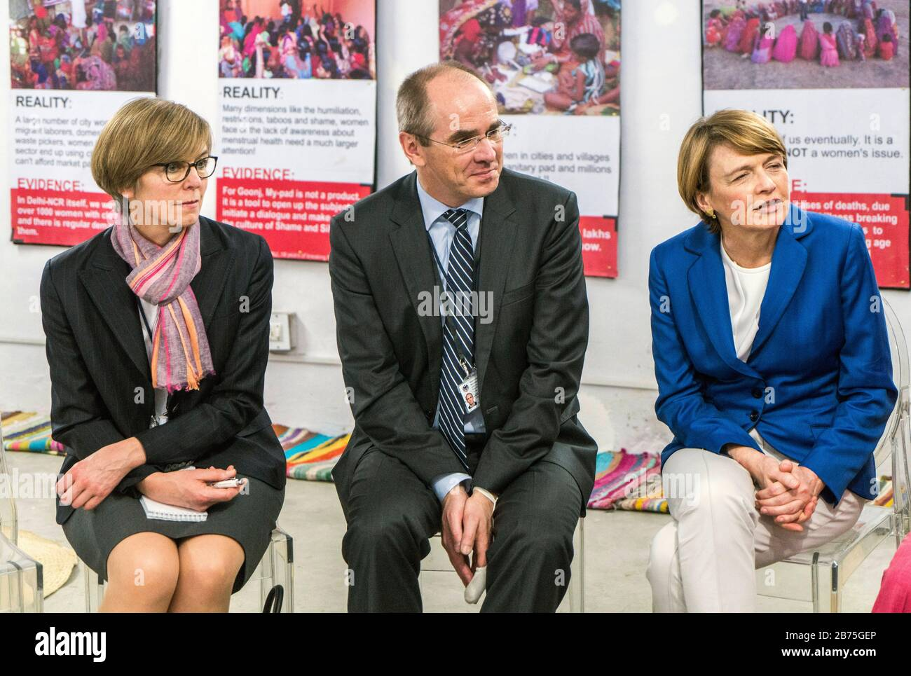 India, New Delhi, 24.03.2018. Trip of the German President and Mrs. Buedenbender to the Republic of India from 21-26.03.2018. Mrs. Buedenbender visits the organisation Goonjin New Delhi on 24.03.2018. From left to right: Perry Notbohm-Ruh, interpreter, Christian Schneider, Managing Director of Unicef Germany and Elke Bedenbender, lawyer and wife of the German President. [automated translation] Stock Photo