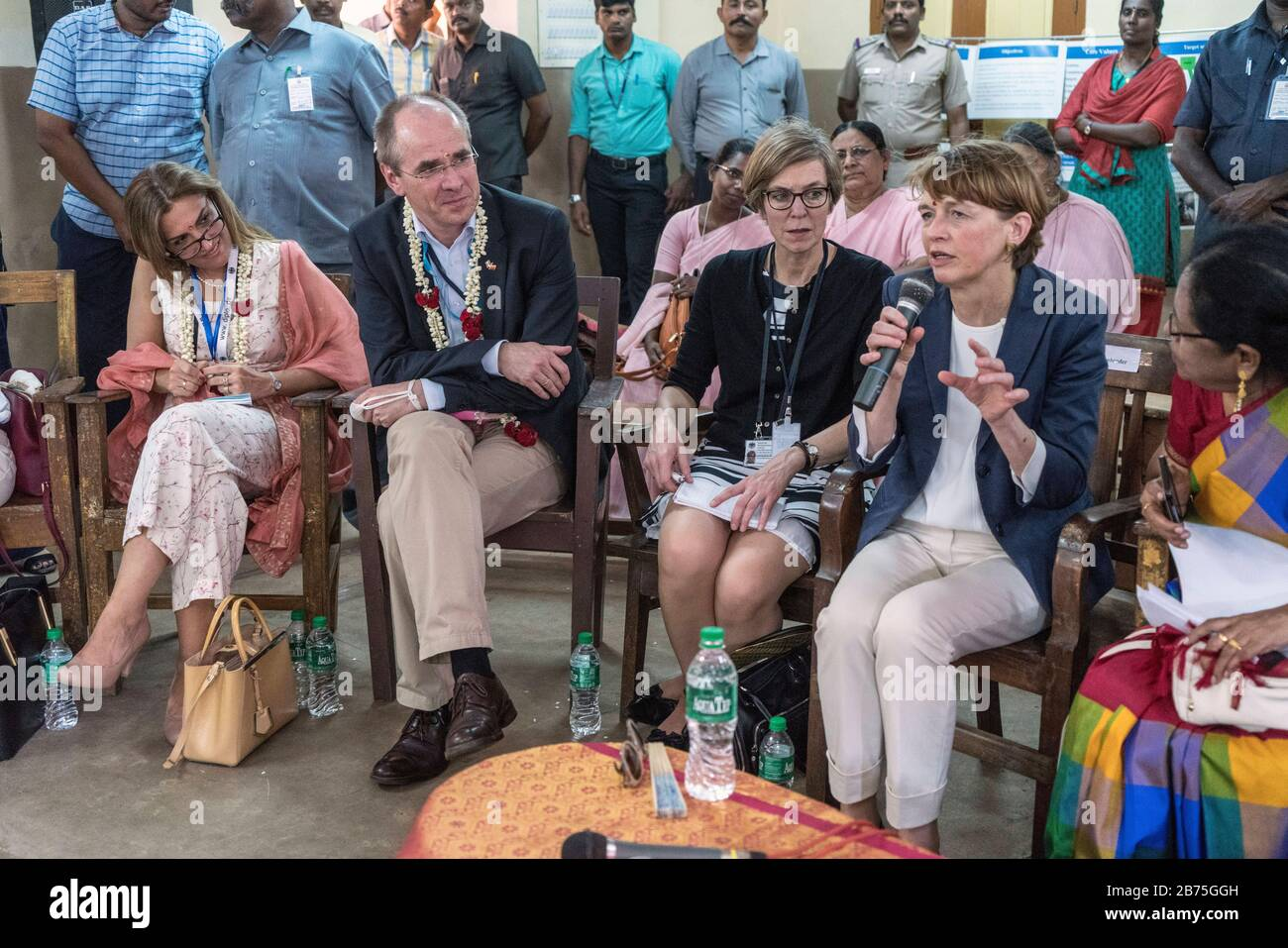 """India, Chennai, 25.03.2018. Trip of the German President and Ms. Buedenbender to the Republic of India from 21-26.03.2018. Ms. Buedenbender will visit the Unicef project """"Arunodhaya Centre for Street and Working Children"""" on 25.03.2018. Didem Atahan-Fabig (left), psychologist and wife of the German Consul General in Chennai and Christian Schneider Managing Director of Unicef Germany, Perry Notbohm-Ruh, interpreter and Elke Bedenbender, lawyer and wife of the German President. [automated translation] Stock Photo"""