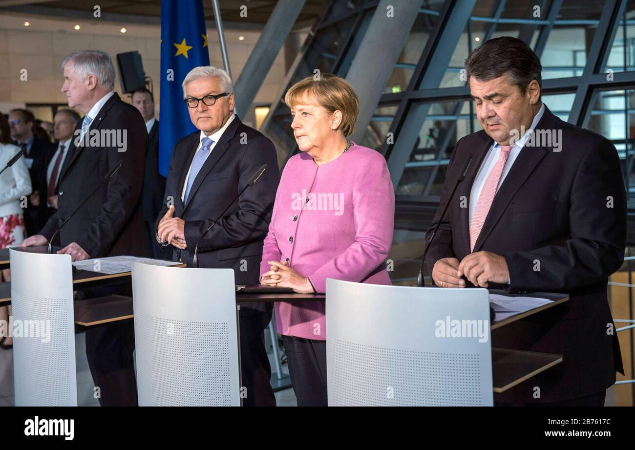 Germany, Berlin, 16.11.2016. Press statement by the party chairmen Dr. Angela Merkel (CDU), Sigmar Gabriel (SPD) and Horst Seehofer (CSU) and the joint candidate for the office of Federal President, Dr. Frank-Walter Steinmeier on 16.11.2016. From left to right: Horst Seehofer, Minister President of the Free State of Bavaria and Chairman of the CSU, Dr. Frank-Walter Steinmeier (SPD), Federal Minister of Foreign Affairs and candidate for the office of Federal President, Dr. Angela Dorothea Merkel, Chancellor and leader of the CDU and Sigmar Gabriel, Federal Minister of Economics and Energy, Stock Photo