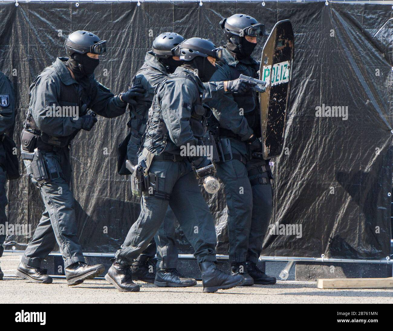 Police officers of the Berlin special task force, SEK, simulated an attack on 11.09.2016. The SEK presented its work during the open day at the Berlin state police school. [automated translation] Stock Photo