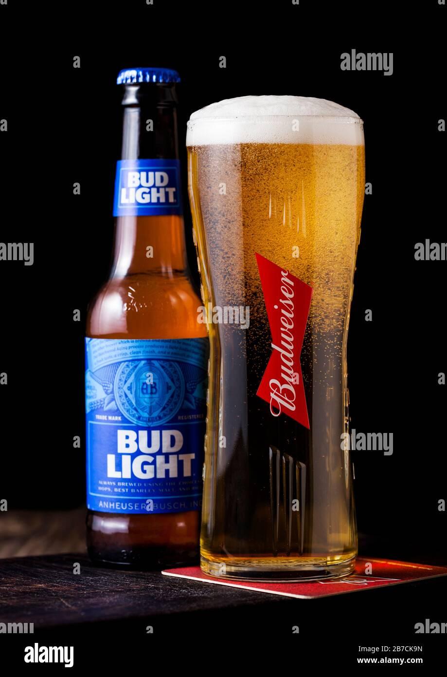 set of 4 Guy Mug budlight Glasses cut from Bud Light Beer Bottles